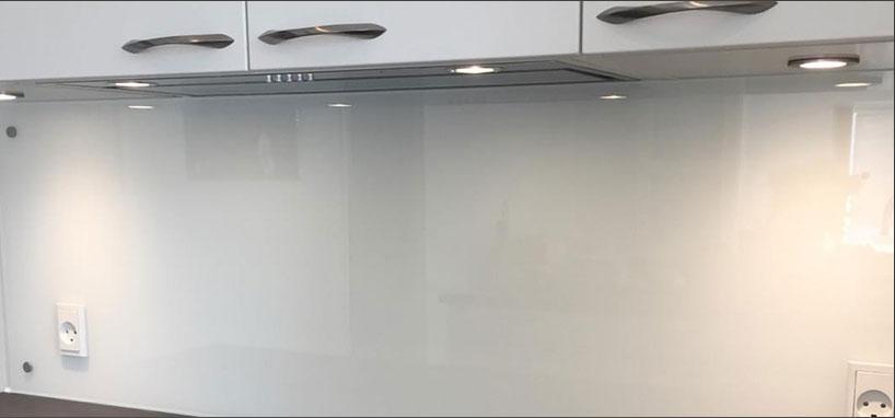 Opmåling, levering og montering af stænkplader glas